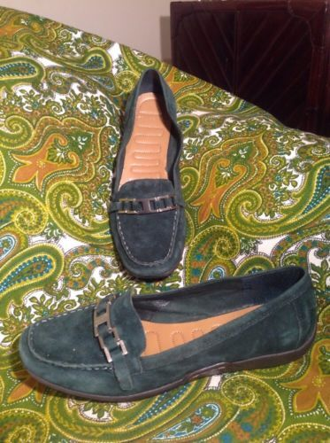 WOMEN'S EASY SPIRIT COMFORT 2 LOAFERS - SZ 9M - GREEN SUEDE - BRAZIL - SHOES  - $26.72