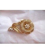 """Vintage Lisner faux pearl gold tone flower pin brooch 3"""" weddings bride ... - $16.82"""