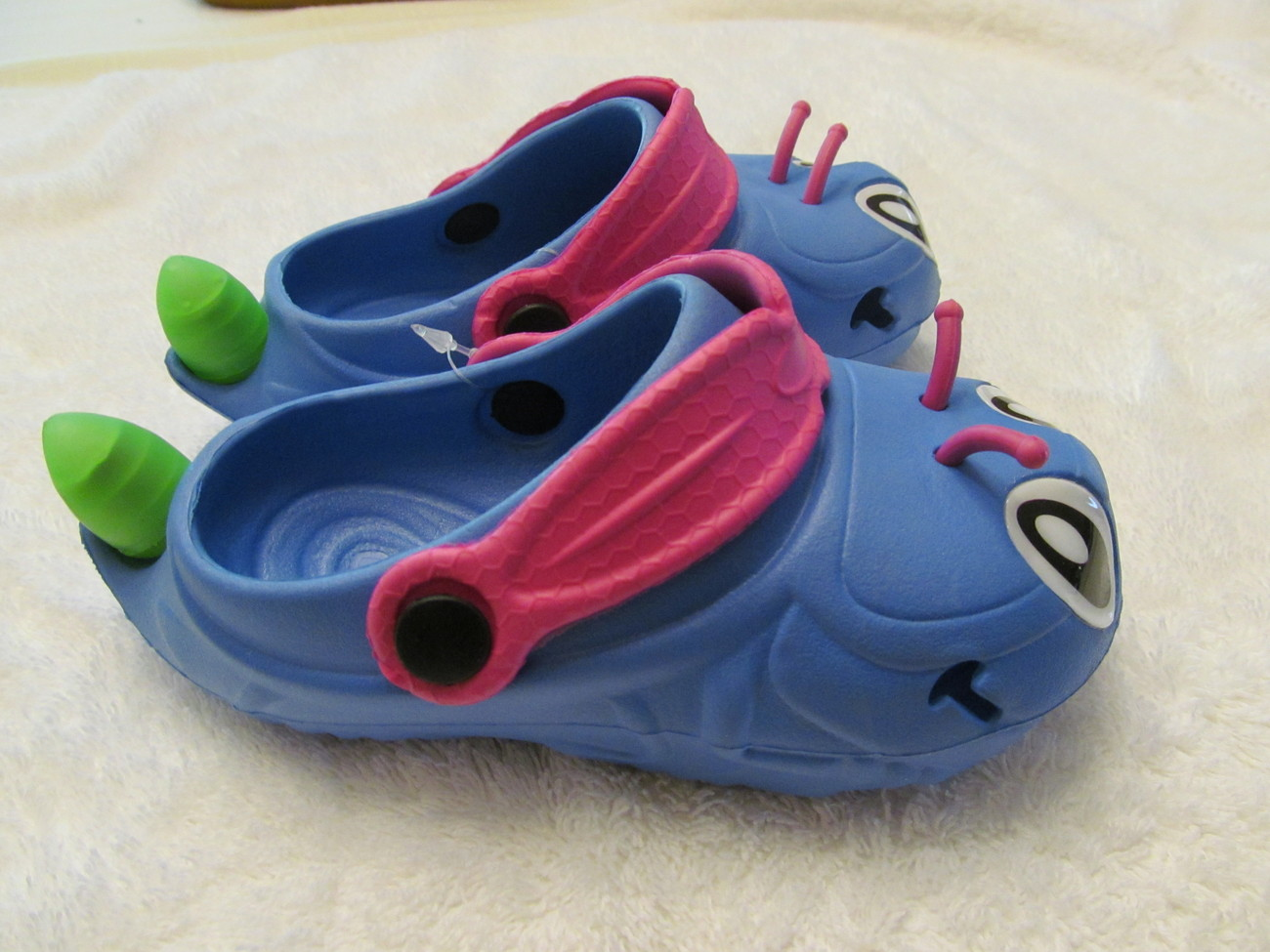 FIRE-FLY KIDS SHOES, THEY LIGHT UP, 10
