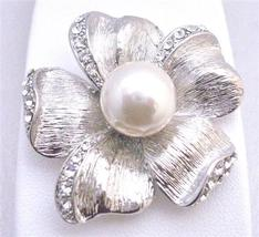 Flower 5 Petals White Pearls in the Middle Bridal Inexpensive Brooch - $18.58