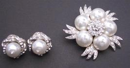 Pure White Pearls Brooch with Matching Stud Earrings Diamante Jewelry - $32.88