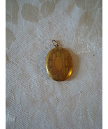 Pretty Vintage Oval Locket ~ Pendant  - $9.00