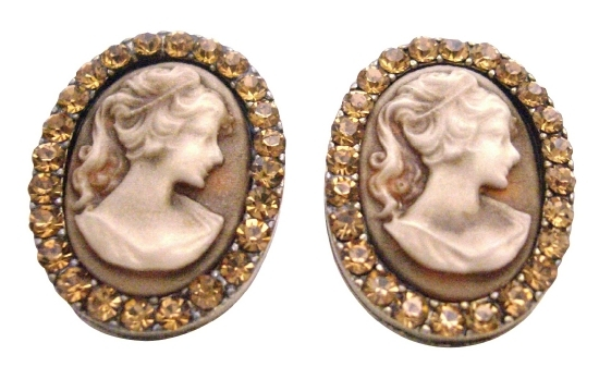 Valueable Gift For Your Mother Vintage Cameo Jewelry w/ Crystal - $15.98