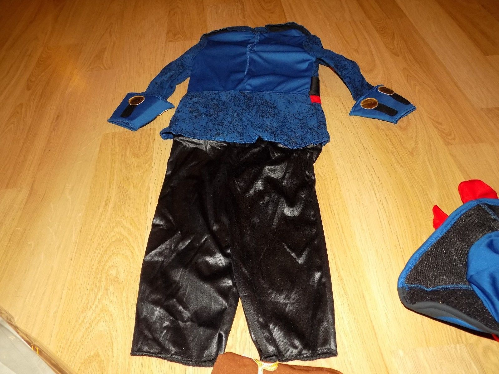 Toddler Size 2T Disney Jake and the Never Land Pirates Captain Halloween Costume