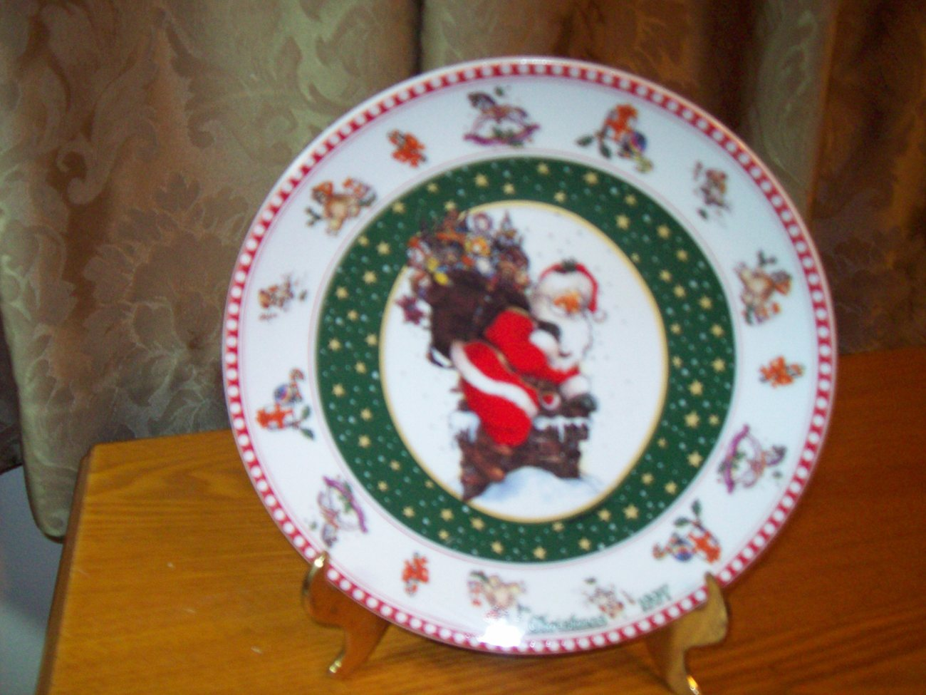 Christmas 1997 Giordano Art Ltd Collector Plate Santa