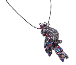 An Equisite Piece Of Jewelry Bird Brooch Embedded With Emerald Peridot - $22.48