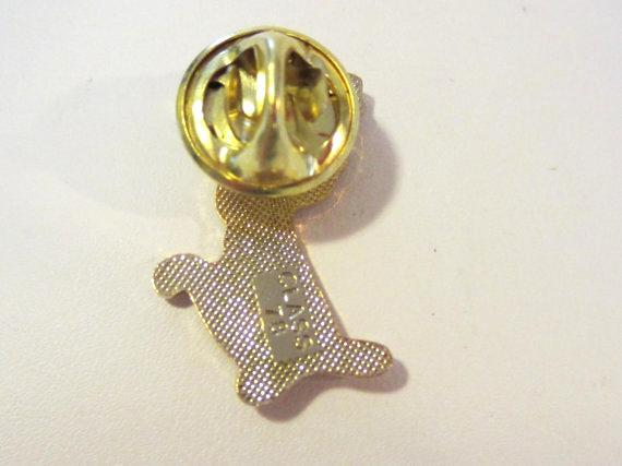 Vintage jewelry goldtone enamel pin/brooch