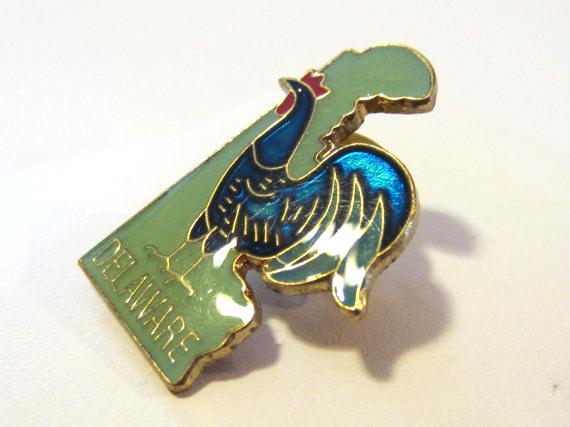Delaware vintage jewelry goldtone Rooster enamel pin/brooch