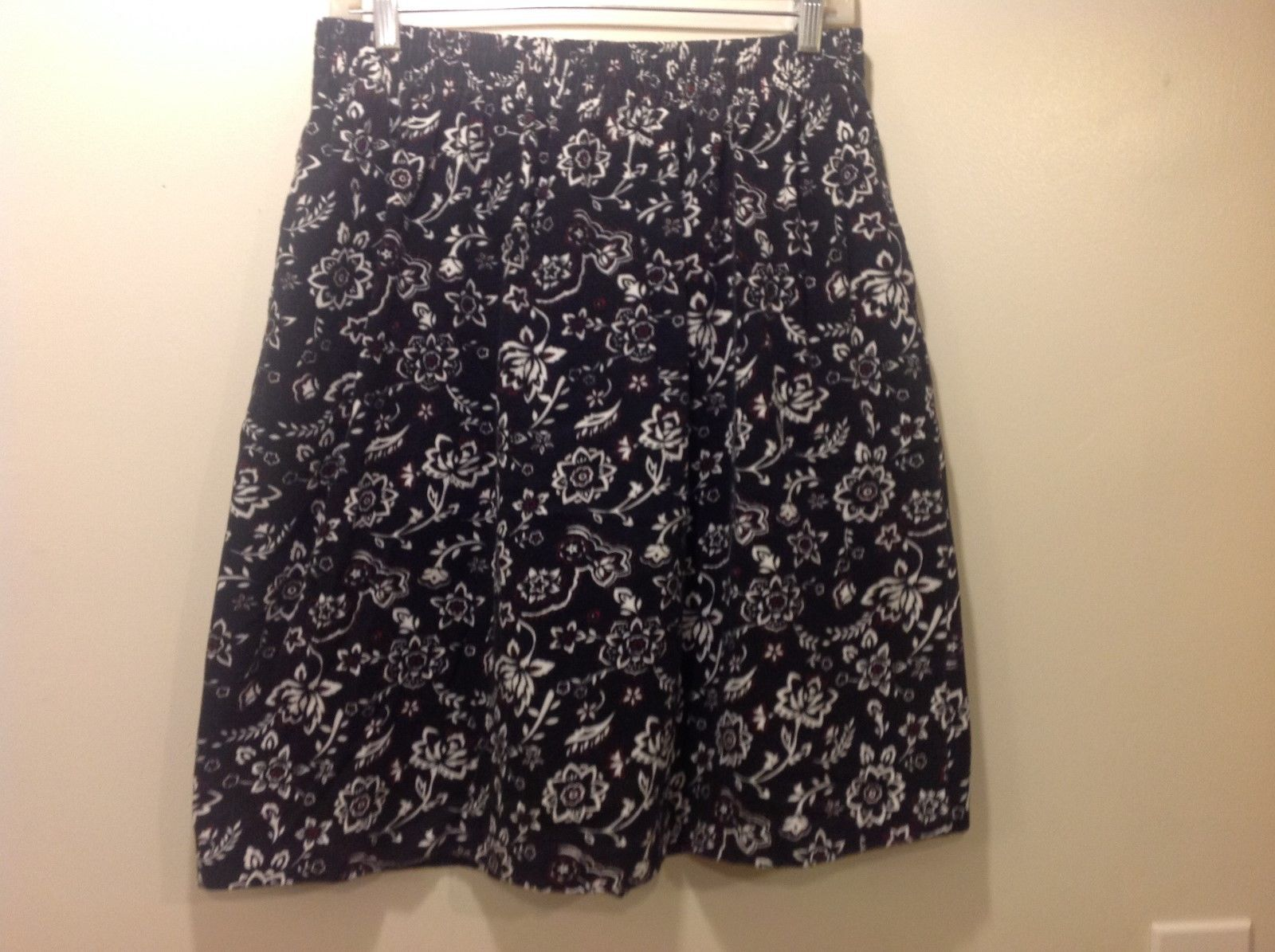 Cynthia J Black Skirt w White/Red Floral Design Sz 1X