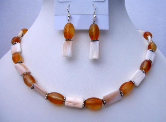 Mother Pearl Shell Jewelry w/ Carnelian Beads Daisy Spacing Necklace &