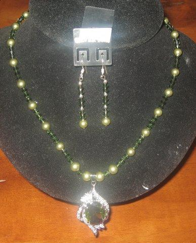 Primary image for Swarovski Green Pearls & Crystals Necklace Pendant Handcrafted Jewelry
