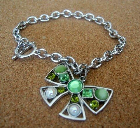 Primary image for Toggle Bow Bracelet w/ simulated Crystals Awesome in Green