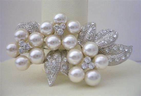 Primary image for Bridal Brooch Pin Pearls & Cubic Zircon Flower Pin Brooch Pearls