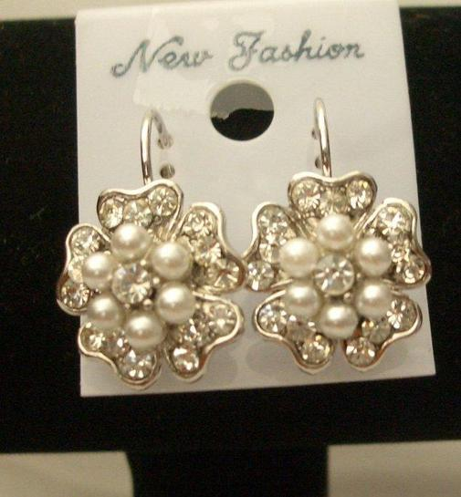 Primary image for White Flowers Pearl Centers Stud Pierced Earrings
