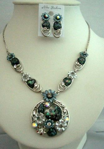 Primary image for Necklace Set Dressed Up w/ Heart Shell & Enameled Painted Flower