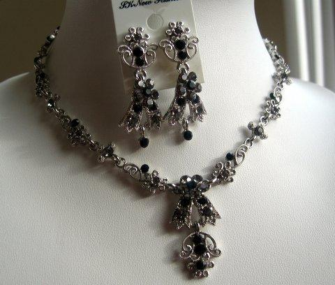 Primary image for Black Vintage Victorian Style Necklace Earrings Set