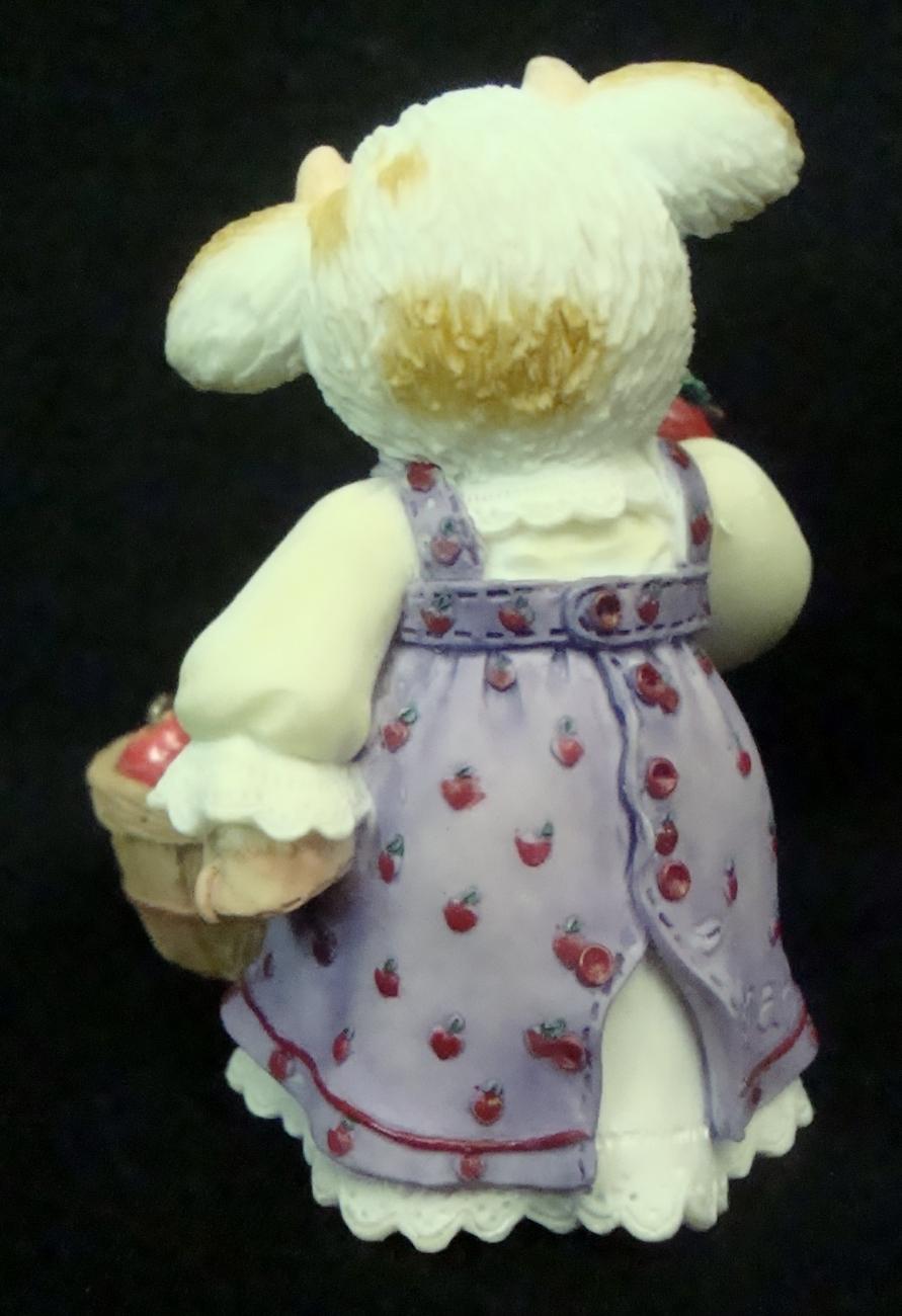 ENESCO Mary Moo Moos October I'm a tempting Moo figurine