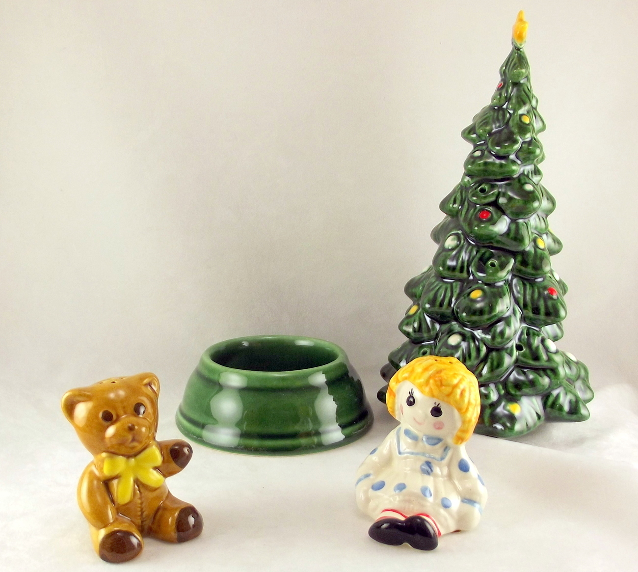 Vintage avon merry christmas tree hostess set in