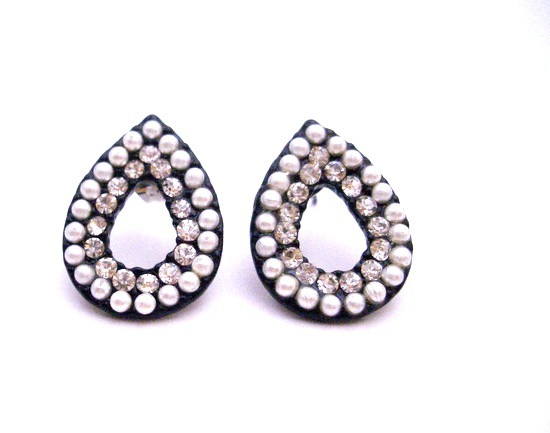 Fancy Gift For Christams Only For Dollar Oval Pear Shaped Earring