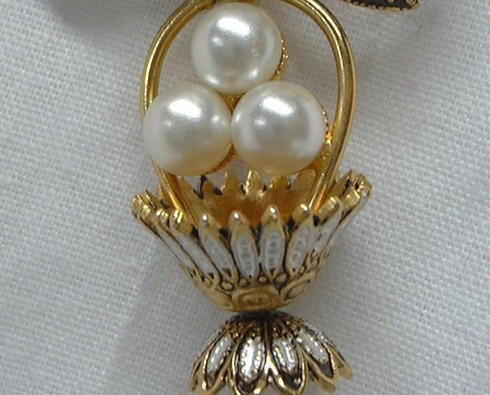 J2 Brooch Vintage Faux Pearl Demascene Bow Basket Dangle Pin Brooch Easter