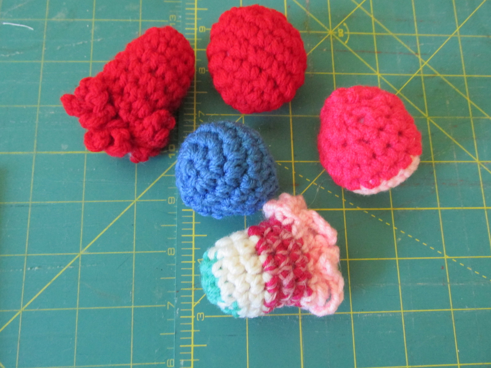 5 Catnip Crocheted Cat Toys  image 1