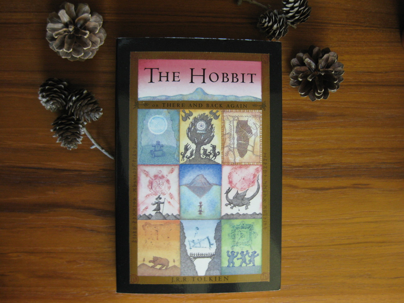 J. R. R. TOLKIEN  THE HOBBIT  BOOK #1 IN THE GREAT FANTASY ADVENTURE CLASSIC!