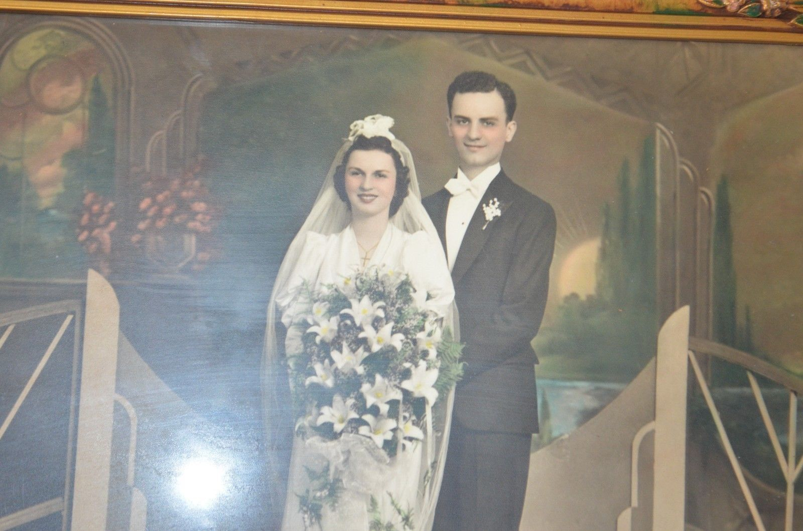Beautiful stately Old fashioned WEDDING picture, in antique frame Photo w glass