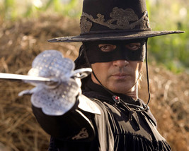 Antonio Banderas in The Legend of Zorro pointing sword in mask 16x20 Can... - $69.99