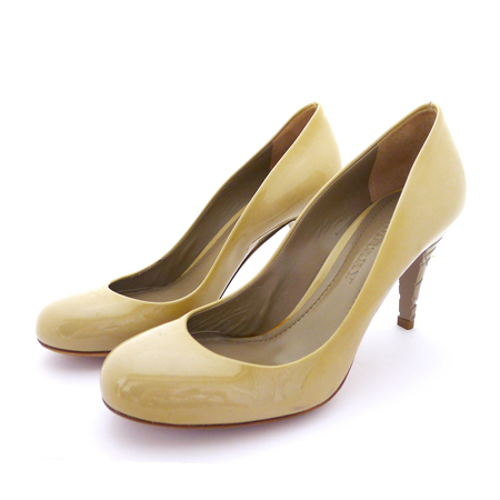 BURBERRY Creme Patent Leather Heels Pumps 7 *NEW* Burberry