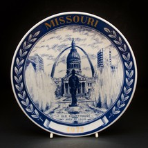 Vintage 1972 Missouri Old Courthouse Arch St-Louis Wall Hanging Plate Blue - $12.38