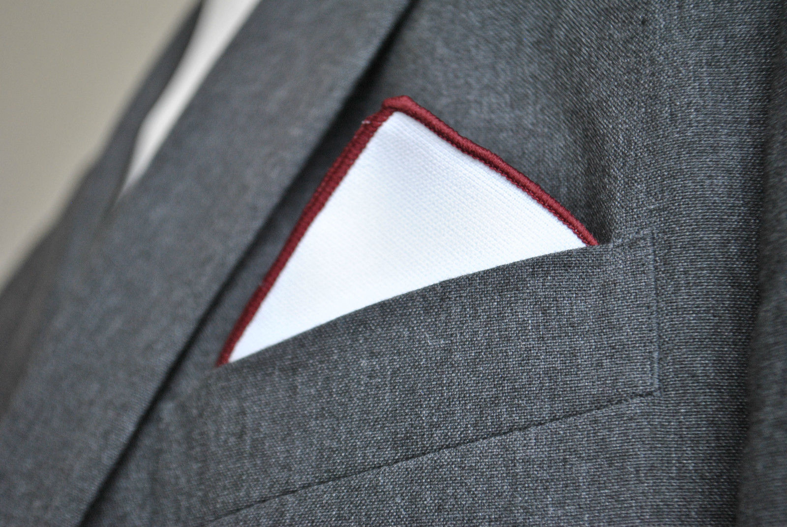 Frederick Thomas white pocket square with maroon edging handkerchief FT2155
