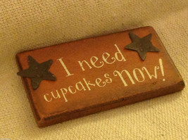 Wood wooden rustic magnet I Need Cupcakes Now !