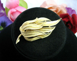 Vintage CORO PIN Leaves LEAF SPRAY Fronds Brooch Goldtone Designer Signed - $16.99