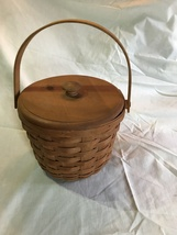 Longaberger Medium Fruit Basket w/lid - 1992 signed PAC - $25.00