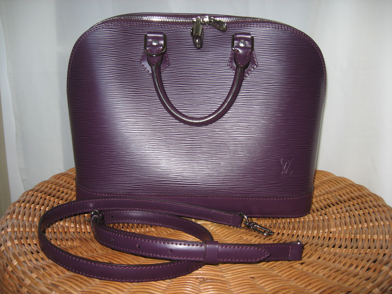 Primary image for Louis Vuitton Alma - Epi Leather - Cassis