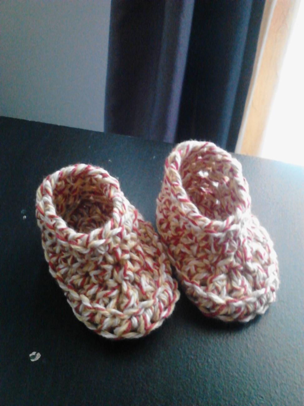Crochet Baby Bib & Booties Set/Red Swirl
