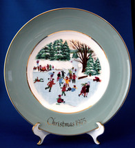 Wedgwood 1975 Christmas Plate Skaters On The Pond Green Border Avon England - $18.00