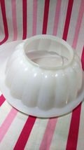 FUN Vintage Tupperware Jel-N-Serve Mold With White Tray and Heart Design Top image 8