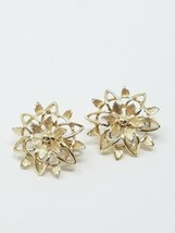 vintage Sarah Coventry clip on earring flower gold tone retro mid century - $24.75