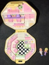 Vintage Polly Pocket Hair Salon Yellow Compact Complete w/Dolls Bluebird EUC - $39.59
