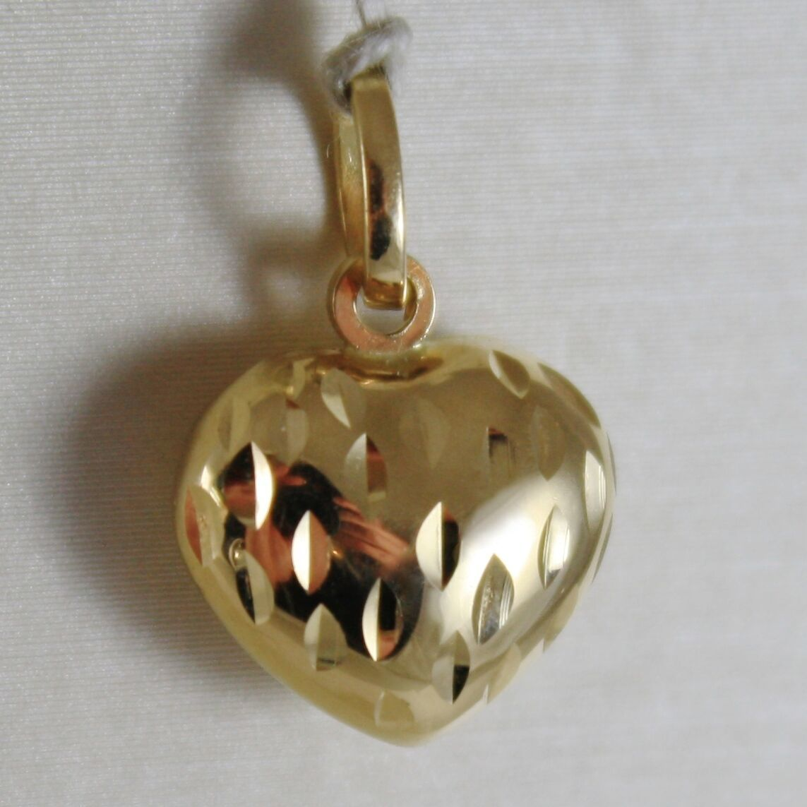18K YELLOW GOLD ROUNDED MINI HEART CHARM PENDANT FINELY HAMMERED MADE IN ITALY