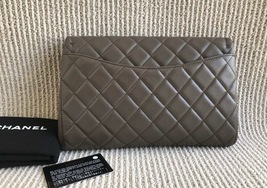 AUTHENTIC CHANEL GREY QUILTED CAVIAR TIMELESS CLASSIC FLAP BAG SILVER HARDWARE image 2
