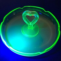 Depression Green Uranium Glass Tray Heart Center Handle Trinket Candy Dish - $23.36