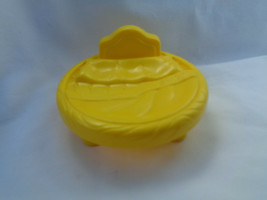 Fisher Price Little People Dollhouse Castle Yellow Plastic Round Bed - $2.48