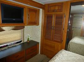 2011 COACHMEN CROSS COUNTRY 405FK For Sale In Ashland, OR 97520 image 9