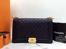 AUTHENTIC CHANEL Black  Quilted Lambskin NEW Medium Boy Flap Bag GHW