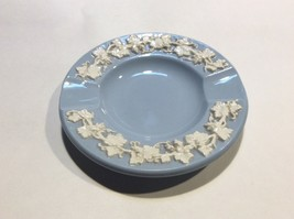 Wedgwood Queensware Grape Cream on Lavender (Blue) Round Ashtray Pin Dis... - $9.88