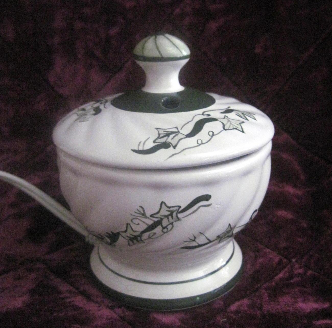 Ceramic Candle Warmer ~ Rival electric ceramic potpourri or candle tart