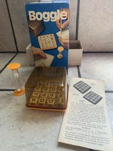 VINTAGE BOOGLE GAME PARKER BROTHERS 1976 WOODEN CUBES HIDDEN WORD GAME T... - $14.92