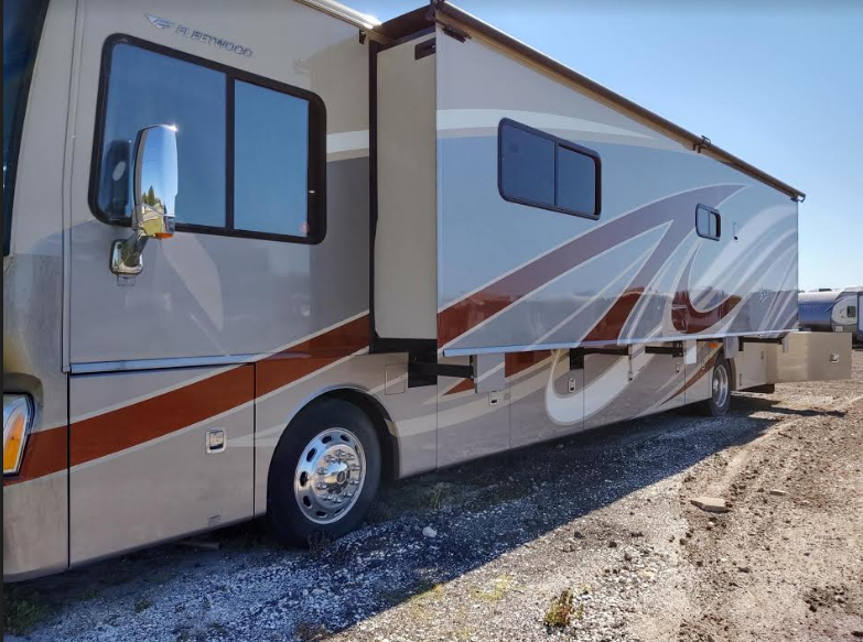 This 2014 Fleetwood Discovery 40E FOR SALE IN Punta Gorda, FL 33982